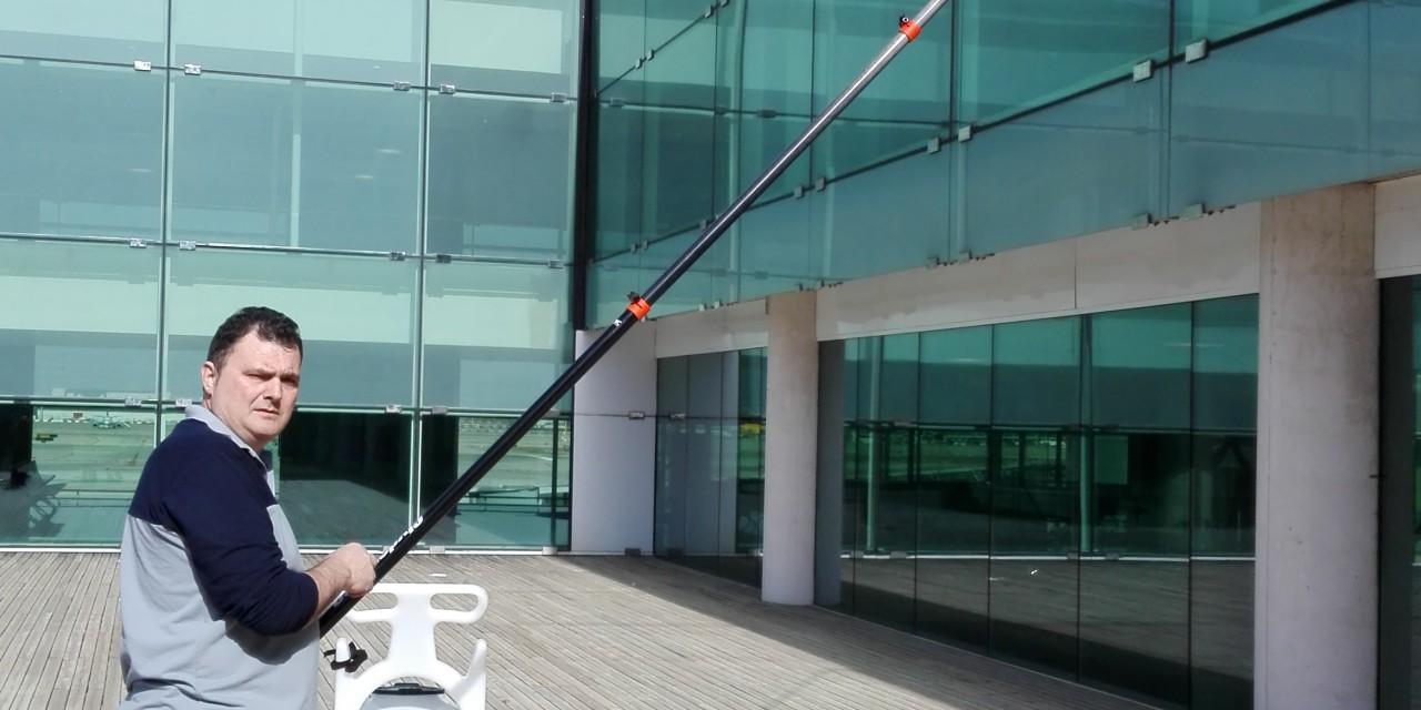 Design limpieza techos cristal galer a de fotos de for Ikea oficinas centrales