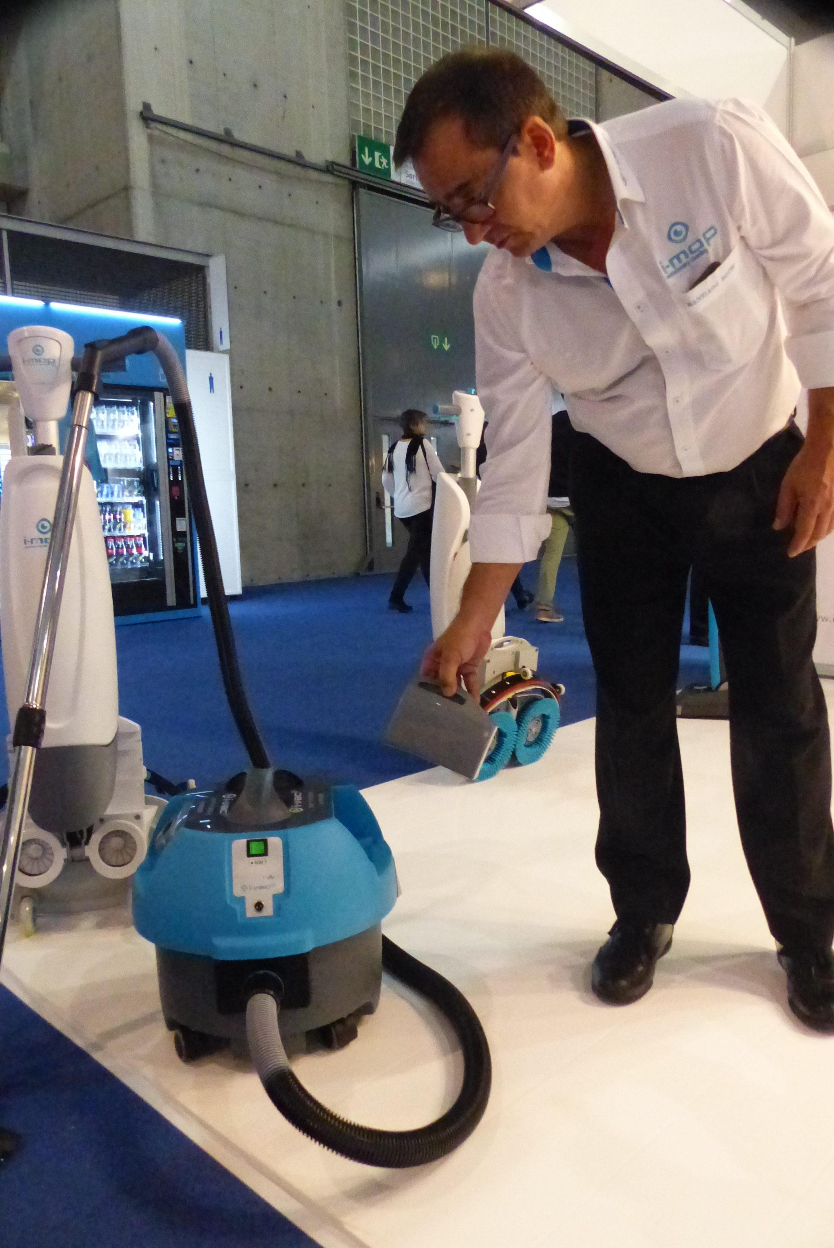 El aspirador sin cables I-vac utiliza la misma batería que la fregadora I-mop