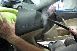 El lavado de coches con vapor.