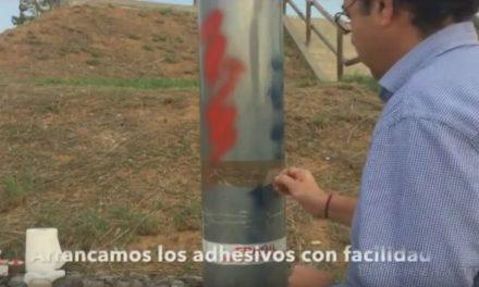 Limpieza.com Video de limpieza de grafitti y pegatinas en una farola