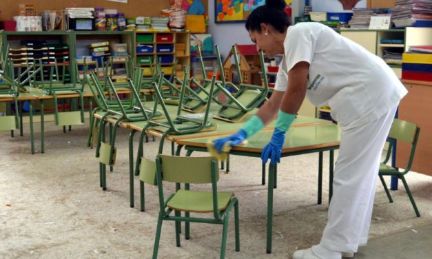 """Podemos critica la """"precariedad"""" en los servicios de limpieza externalizados en los institutos malagueños"""
