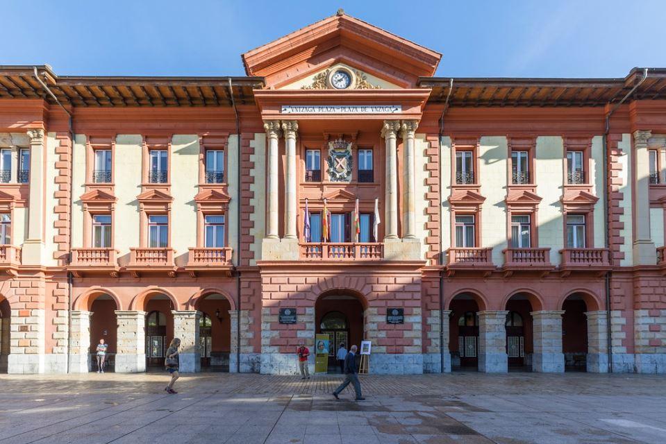 El Ayuntamiento de Eibar asumirá la gestión de la limpieza de sus locales el próximo febrero