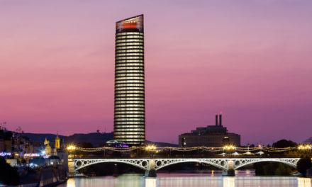 ¿Cómo se limpian las 3.200 «ventanas» de Torre Sevilla?