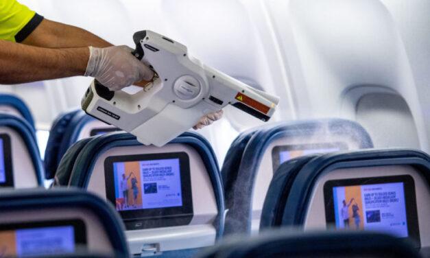 Las aerolíneas aumentan la limpieza para proteger a los pasajeros y a la tripulación