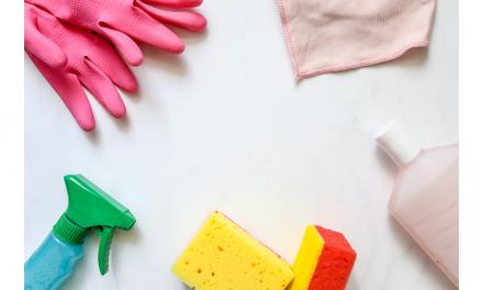 Consejos para evitar posibles alergias y quemaduras por la utilización de productos de limpieza