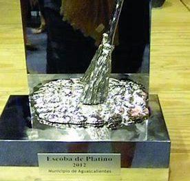 Vigo recibe su septima escoba de platino