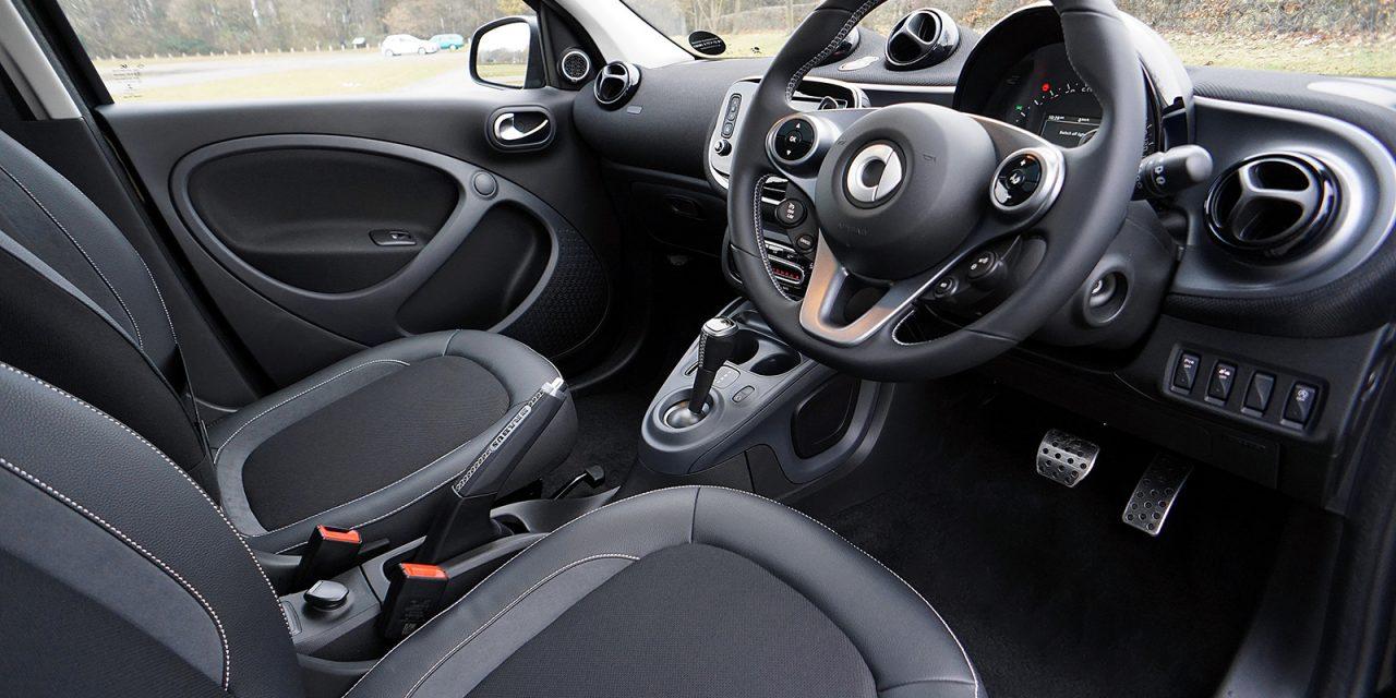 Cómo limpiar los asientos del coche en profundidad y desinfectar el ambiente